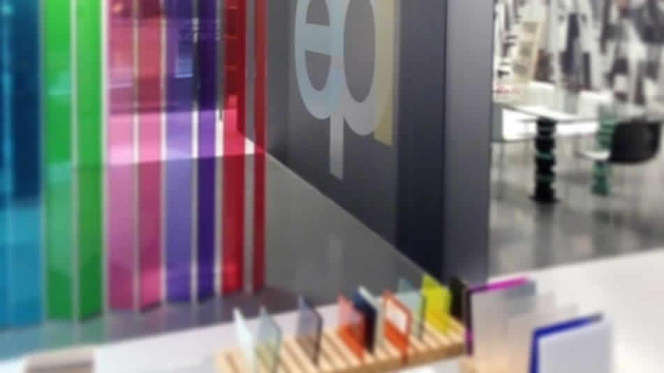Exposición de vidrio y elementos de vidrio decorativos y estructurales en Azpeitia