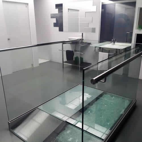 Diseñamos y montamos acristalamiento de interiores realizados a medida