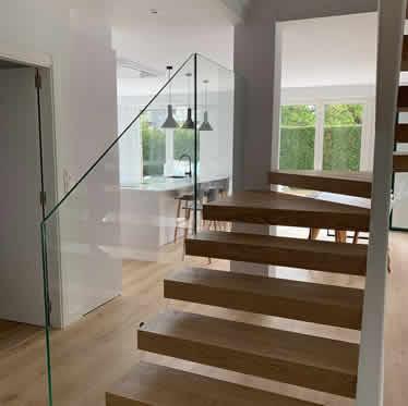 Acristalamiento de interiores, cerramientos de vidrio, montaje de mamparas, chimeneas de cristal para viviendas, decoración e interiorismo
