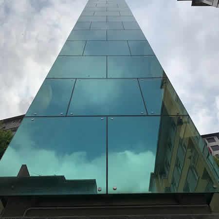 Manipulación y montaje de vidrios de grandes dimensiones