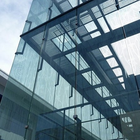 Cristalería EPI es especialista en corte y montaje a medida de vidrios grandes