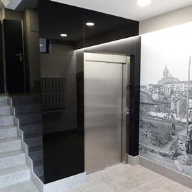Trabajo de ascensor realizado por Cristalería EPI