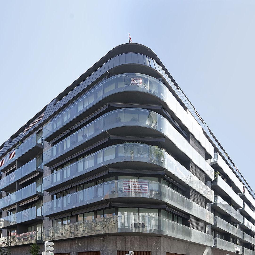 Trabajo de acristalamiento de acristalamiento exterior realizado en el edificio RAG de Bilbao por Cristalería EPI
