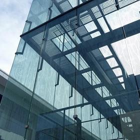 Trabajo de cristalería de muro cortina de Biodonostia realizado por Cristalería EPI